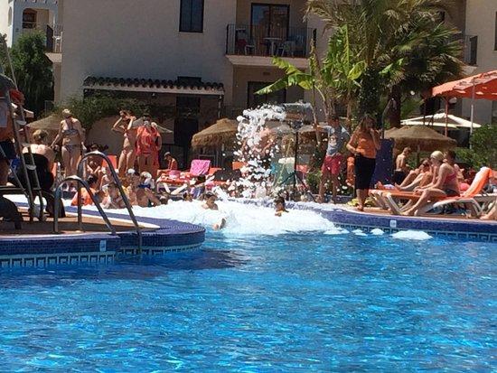 Hotel & Spa Benalmádena Palace: Foam party