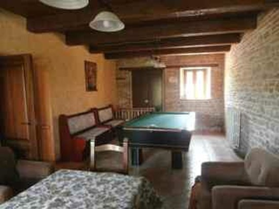 Agriturismo Vecchio Gelso: Common guest living/billiard room near our apartment door