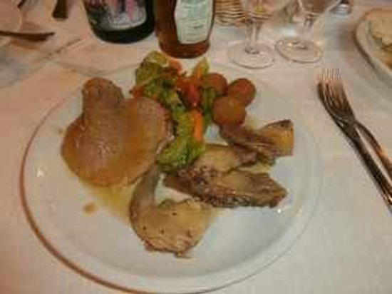 Agriturismo Vecchio Gelso: One of the main course plates showing pigeon and olives