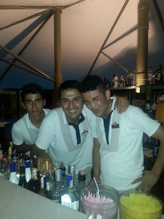 Barut Arum : Latif in the middle
