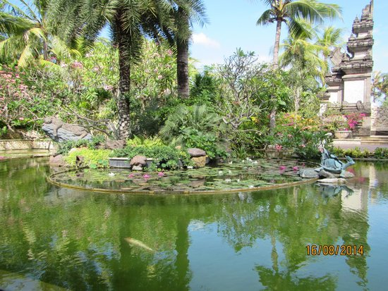 Padma Resort Legian: Beautiful ponds and water features