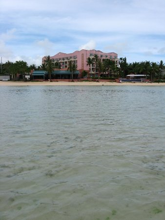 Hotel Santa Fe Guam: Back of hotel from walk out to island.