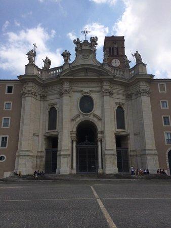 Domus Sessoriana Hotel: Outside view