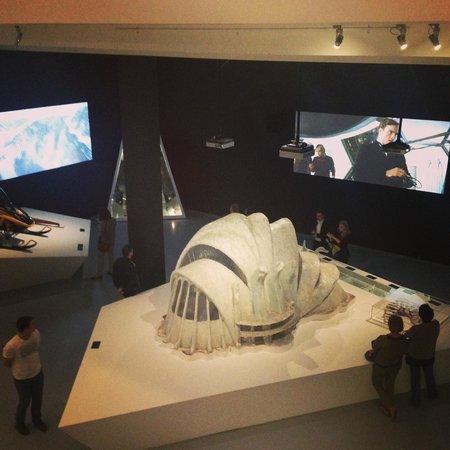 Multimedia Art Museum : Декорации из фильма про Джеймса Бонда