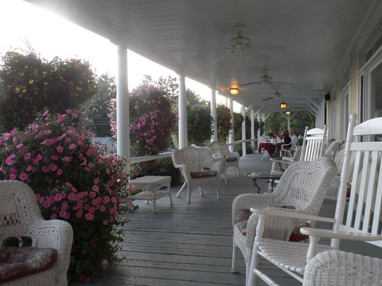 Inn on Newfound Lake: Magnifique porche
