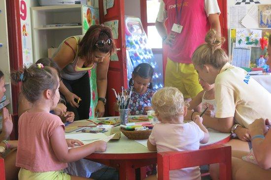 Aldemar Knossos Royal : Занятия с детьми в детском клубе