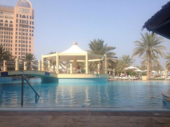 InterContinental Doha: Another lounger view