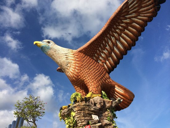 Bayview Hotel Langkawi: Eagle which represent langkawi