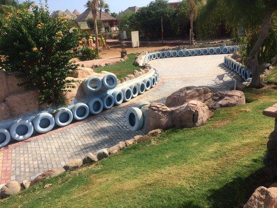 Laguna Vista Beach Resort: Qui c'era il ruscello che ti portava in giro per tutto il resort. Ora non c'è più che delusione!