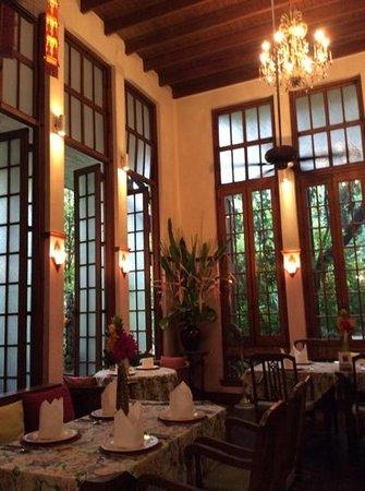 Ariyasomvilla: dining room
