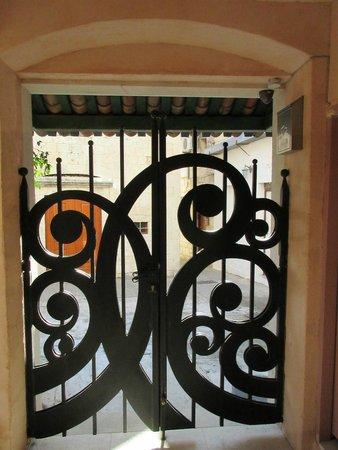 Boutique St.Luke Residence: Ornate door
