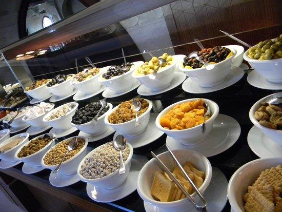 Crowne Plaza Hotel Antalya : Завтрак