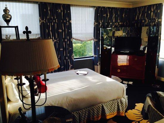 Kimpton Hotel Monaco Philadelphia: Top floor, corner suite