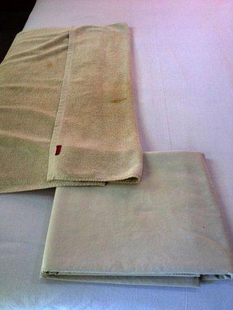 """Hotel Lusa: Une serviette """"propre"""""""
