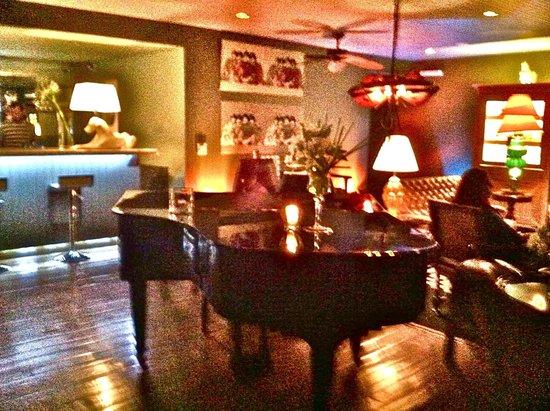 The Aubrey Boutique Hotel: The Piano Bar