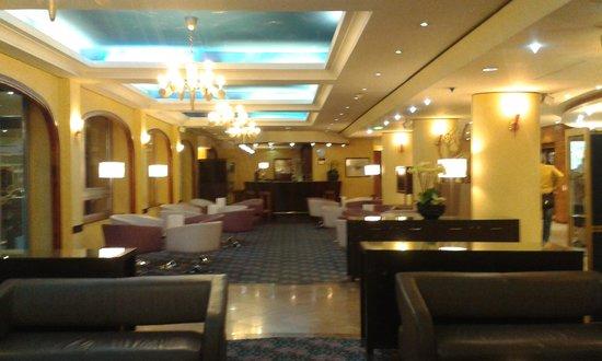 Holiday Inn Paris Versailles Bougival: Bar/Lounge area Holiday Inn Paris Versaille Bougival