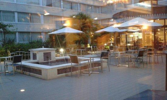 Holiday Inn Paris Versailles Bougival: Courtyard area