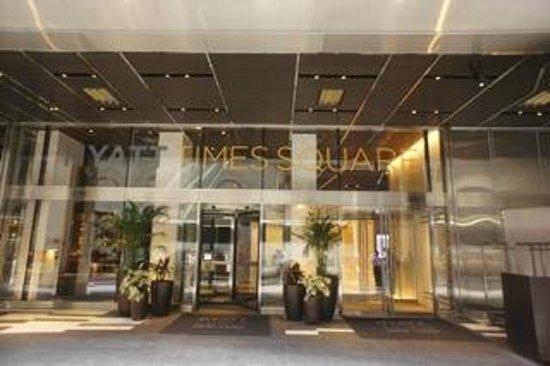 Hyatt Centric Times Square New York: Entrée de l'hôtel