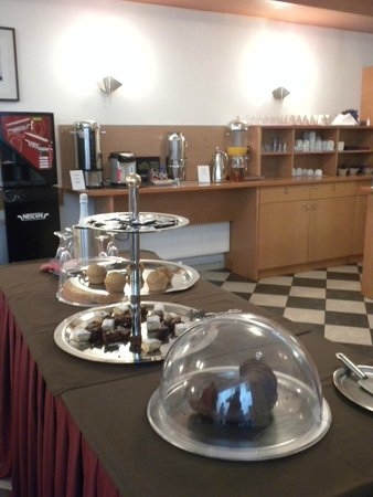 Hotel Augustus et Otto: Breakfast costs 5 Eur