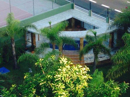 Hotel Escorial & Spa: Whirlpool im Garten