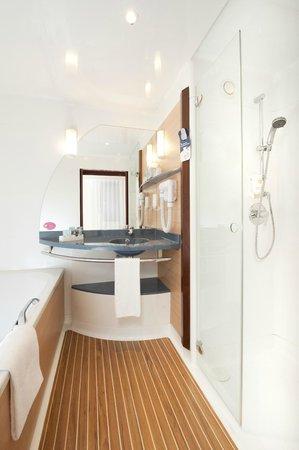 Novotel Suites Paris Roissy CDG : SALLE DE BAIN