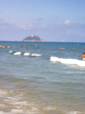 Hotel Mignon: Che mare con Isola gallinara