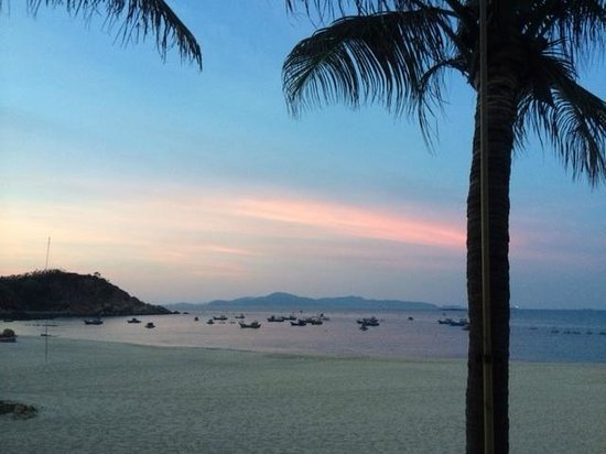 AVANI Quy Nhon Resort & Spa: sunset view from balcony