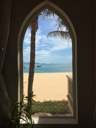 AVANI Quy Nhon Resort & Spa: view from bathroom/shower