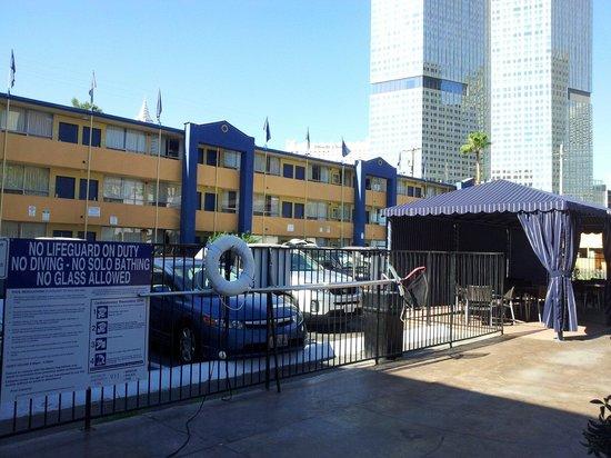 Travelodge Las Vegas Center Strip : Le camere viste dalla piscina