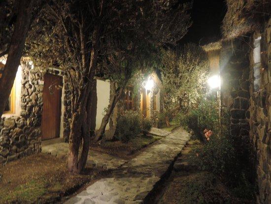 Casa Andina Classic Colca: i vialetti tra le camere di notte