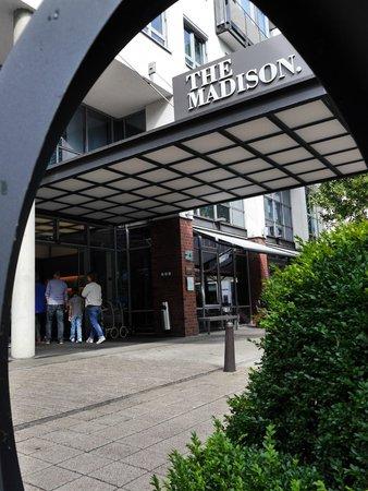 The Madison Hamburg: Hotel Entrance
