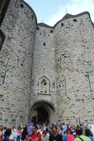 CHÂTEAU ET REMPARTS DE LA CITÉ DE CARCASSONNE : Narbonnaise Gate [ Main entrance]