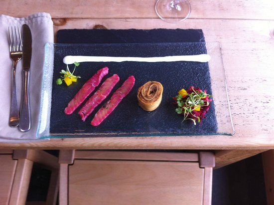 The Chalet Tearooms and Restaurant: Beetroot cured salmon with crispy mackeral