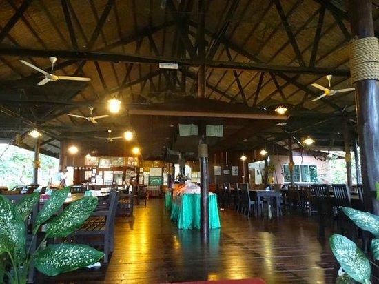 Kinabatangan Riverside Lodge: salle à manger