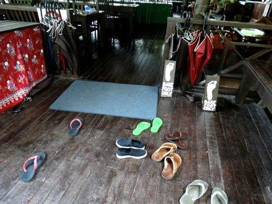 Kinabatangan Riverside Lodge: entrée restaurant