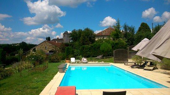 Côté Granges : Vue depuis la piscine