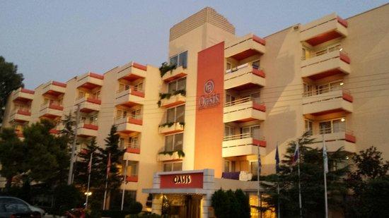 Oasis Hotel Apartments: facciata dell'hotel