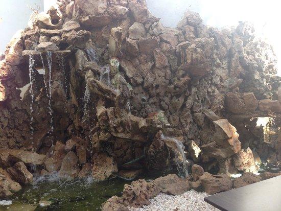 Palmyra Beach Hotel: Fountain