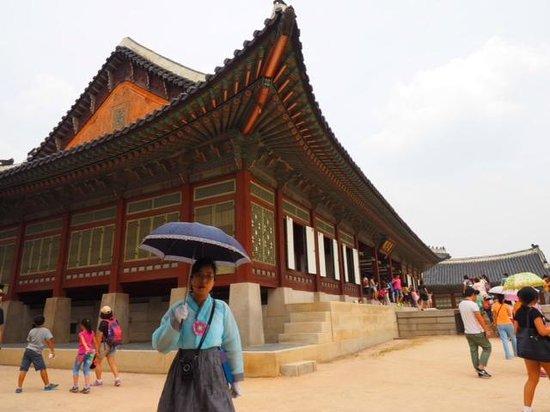 Gyeongbokgung : Our guide