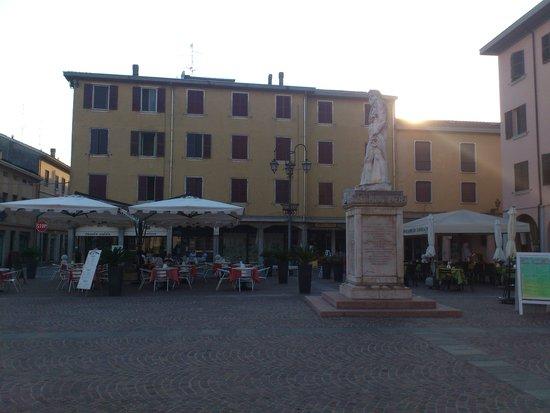 Caffe Don Camillo: Blick von der Piazzamitte