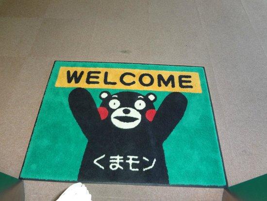 """Kumamoto Kotsu Center Hotel: エレベータのドアが開くと""""くまモン""""のマットがお出迎え"""