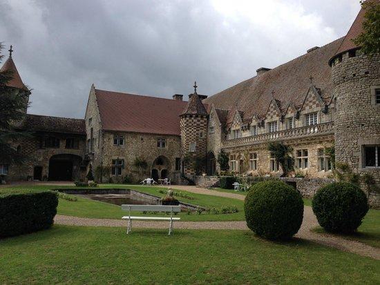 Hattonchatel Chateau : interieur yard