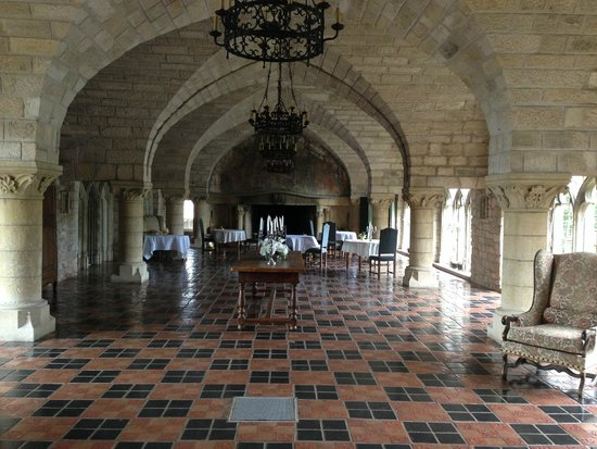 Hattonchatel Chateau : room where you can take your candlelight diner