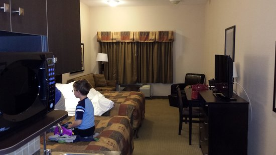 Ramada Pincher Creek: Our room