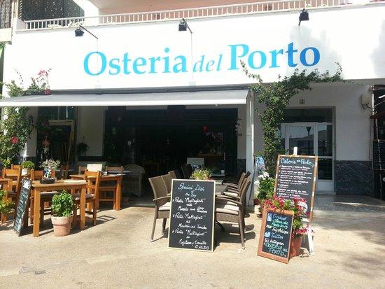 Osteria Del Porto: El local. La terraza es lo mejor.
