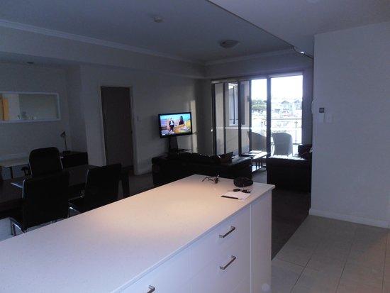 Verandah Apartments Perth: Roomy lounge and verandah.