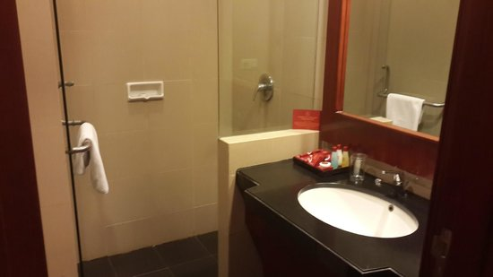 Manado Quality Hotel: Nuansa Kamar Mandi