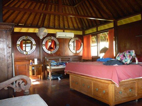 Gajah Mina Beach Resort: intérieur d'une chambre
