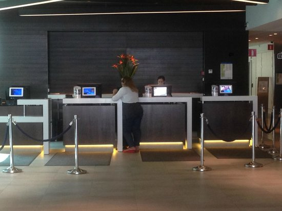 Radisson Blu Waterfront Hotel: Hotel Reception