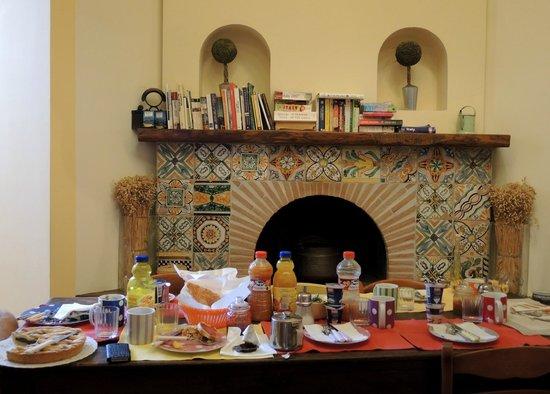 Casa Astarita Bed and Breakfast : Salle du petit déjeuner